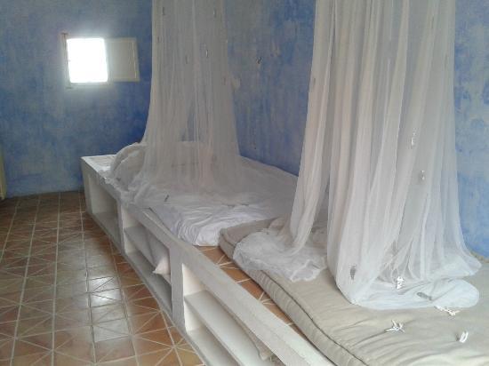 Hotel Tres Sants : Camas sin hacer