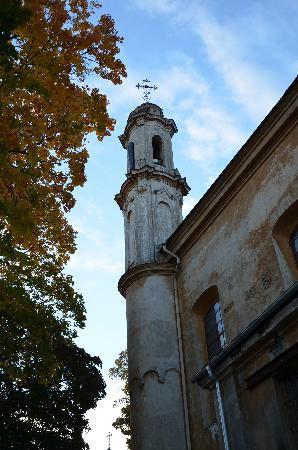 Pas Bazilijonus: церковь под окнами