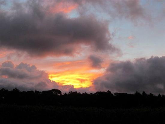 Monteverde Rustic Lodge: Beautiful sunsets from Rustic Lodge.