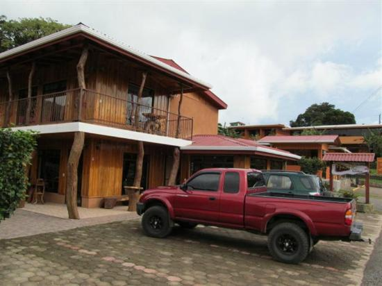 Monteverde Rustic Lodge: View of Rustic Lodge reception area.