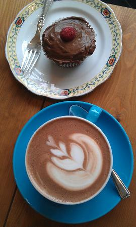 Number 35 Coffee House & Kitchen: Perfect Coffee and home made cup cake does it get any better?