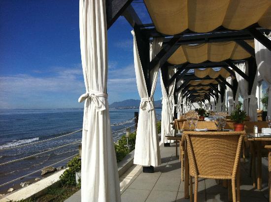 Los Monteros Spa & Golf Resort GL: Dining area at La Cabane by the sea 