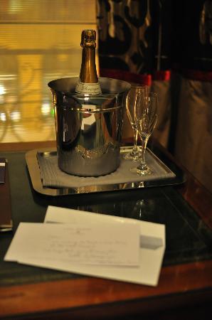 Hotel Mansart - Esprit de France: cadeau de bienvenue