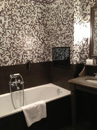 Hotel Mansart - Esprit de France: salle de bain