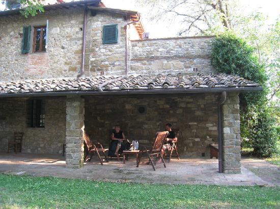 Agriturismo Casanova - La Ripintura: Breakfast served outside here.
