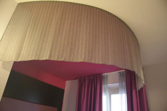 Ibis Styles Paris Pigalle Montmartre: Decorazione a baldacchino