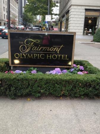 The Fairmont Olympic Seattle: entrance