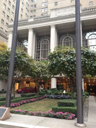 The Fairmont Olympic Seattle: entrance to hotel