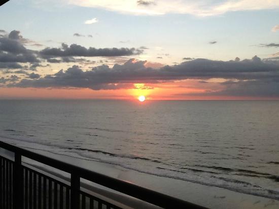 North Beach Plantation: Morning Sunrise from Indigo tower corner room
