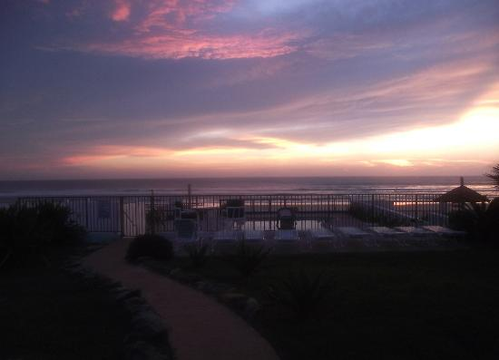Daytona Shores Inn and Suites: love the sunsets!