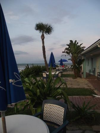 Daytona Shores Inn and Suites: beautiful semi-private terraces with pool and ocean views.