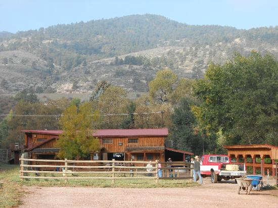 Sylvan Dale Guest Ranch: Barn