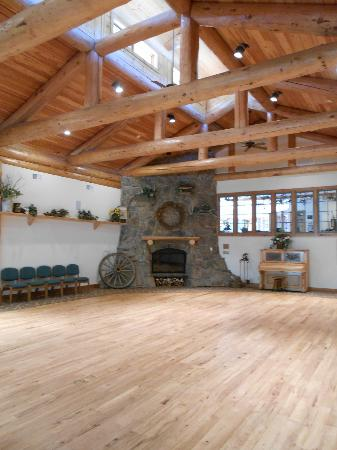 Sylvan Dale Guest Ranch: Inside lodge