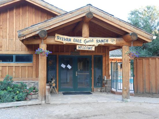 Sylvan Dale Guest Ranch: Main Entry