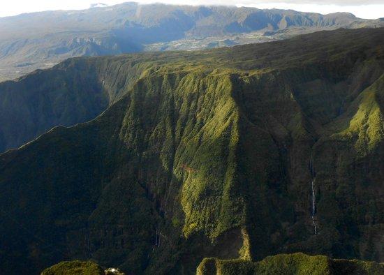 Planetair974: Au dessus de Takamaka , Est de l'île de La Réunion