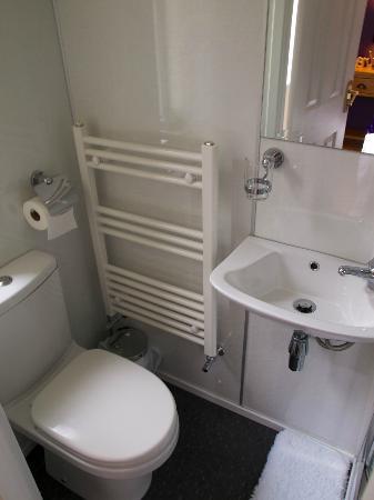 Silverstrands Guest House: Bagno della camera al piano terra