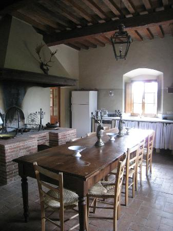 Castello di Fonterutoli: The communal kitchen area