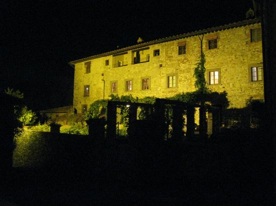 Castello di Fonterutoli: Locanda all lit up