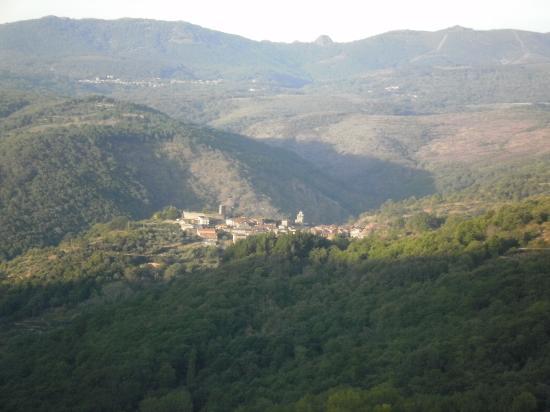 Hotel Rural Porta Coeli: View of San Martin from balcony