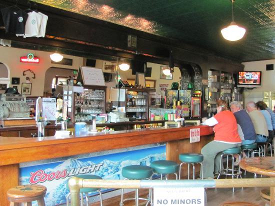 Newport, วอชิงตัน: KellysBar