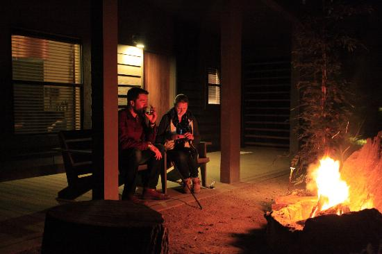 Glen Oaks Big Sur: A few glasses of wine by the fire