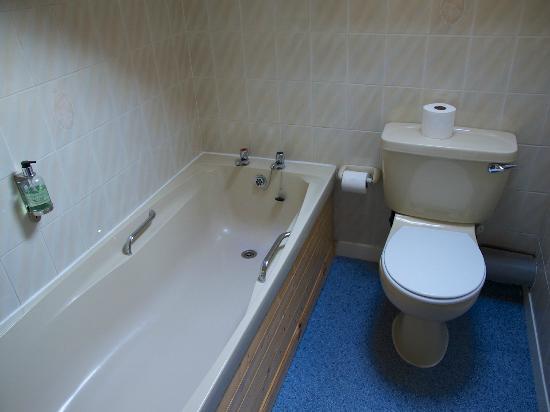 Strathcarron Hotel: Il bagno in camera, senza doccia né doccino