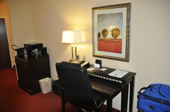 Comfort Suites: Desk In Suite