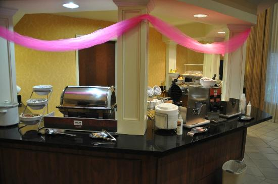 Comfort Suites : Breakfast Area