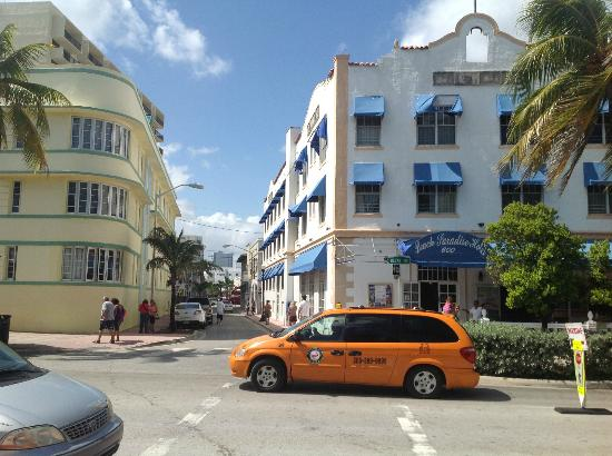 Ithaca of South Beach Hotel: Walk from the beach to Ithaca along 6th street