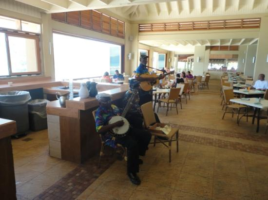 Sunscape Splash Montego Bay : Live music with lunch.