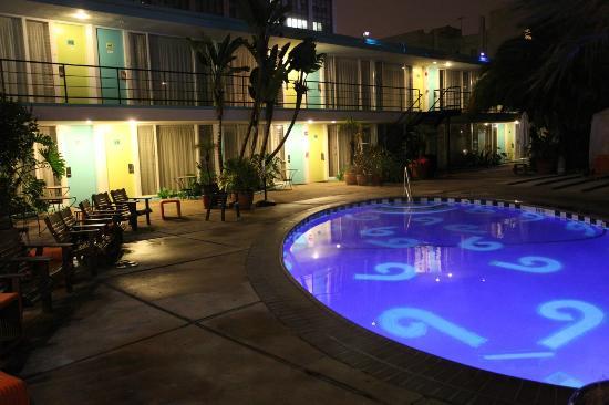 Phoenix Hotel, a Joie de Vivre hotel: The central pool at night