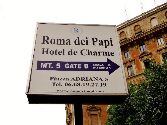 Roma dei Papi - Hotel de Charme : Sign for hotel on the street