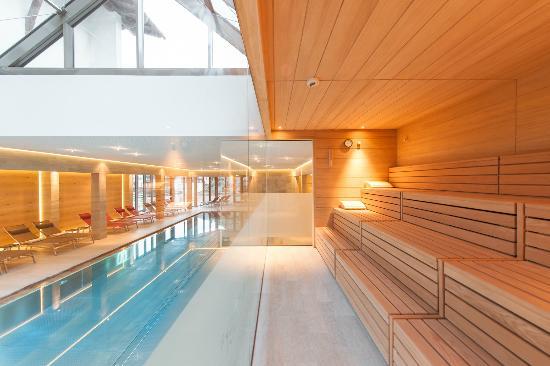 Hotel Tyrolerhof: Schwimmbad mit Textilsauna
