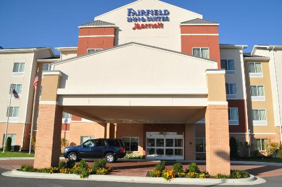 Fairfield Inn & Suites Paducah: Front of hotel