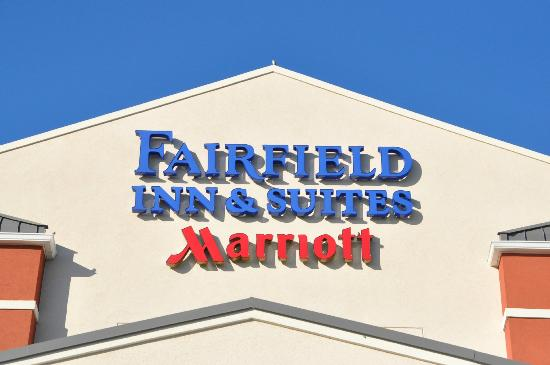 Fairfield Inn & Suites Paducah: Sign at front