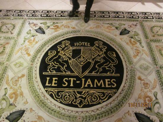 Hotel Le St-James : Beautiful carpets in every floor.