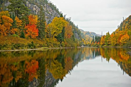 Agawa Canyon Tour Train: Agawa Canyon autumn colours