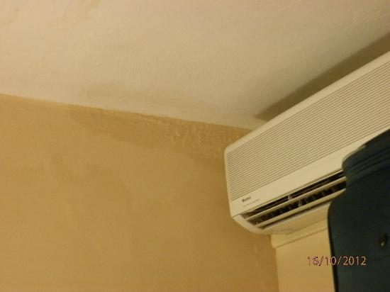 Luna Holiday Complex: Damp ceiling near air-con