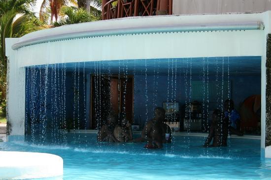 Natura Park Beach - EcoResort & Spa: Bar piscine