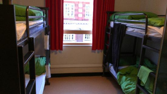 YHA London Central : 4 person room