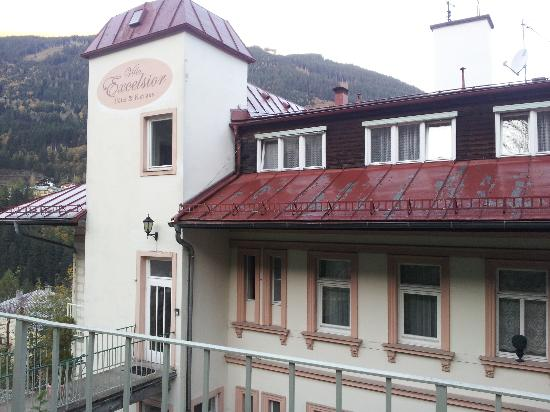 Villa Excelsior Hotel & Kurhaus: le deuxième étage de l'hotel, là où est l'entrée de l'hotel