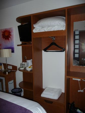 Premier Inn London Ealing Hotel: Room