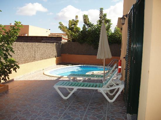 Villas del Sol: Villa pool and patio