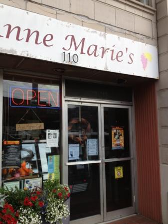 Anne Marie's Cafe: front