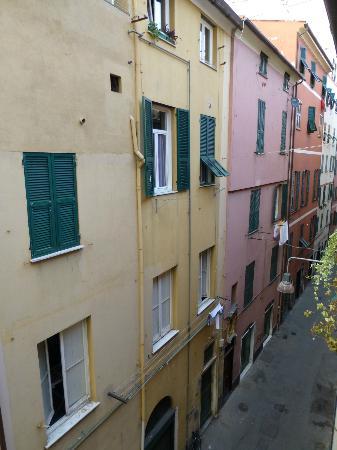 Il Borgo di Genova : View of the narrow alley Il Borgo is on