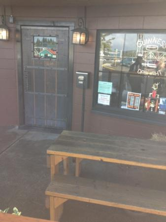 8th Street Ale House: some outdoor seating
