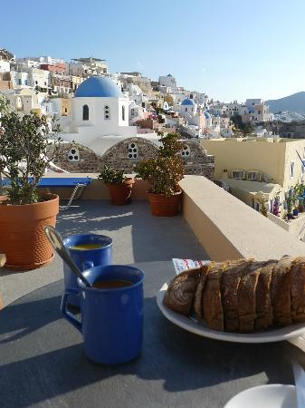 Old Oia Houses: view of the blue dome churches from the balcony