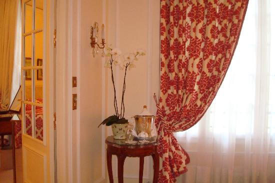 Le Bristol Paris: luxury suite sitting area