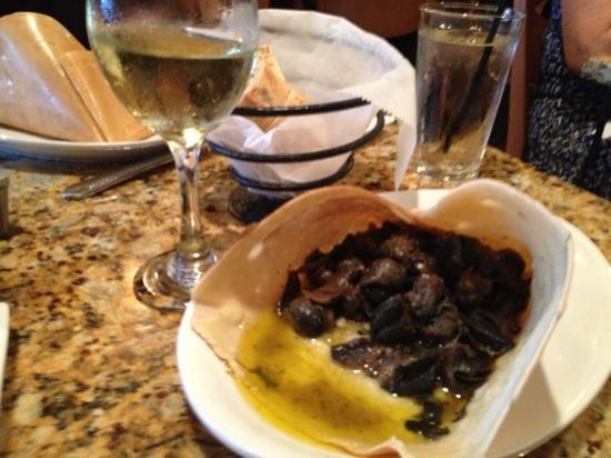 La Bonne Crepe Restaurant: Escargot crepes!