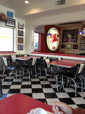 Dusty's In-N-Out: dining room